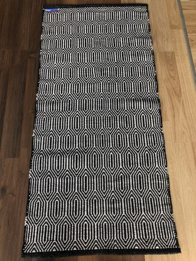 37 Black & White cotton mat